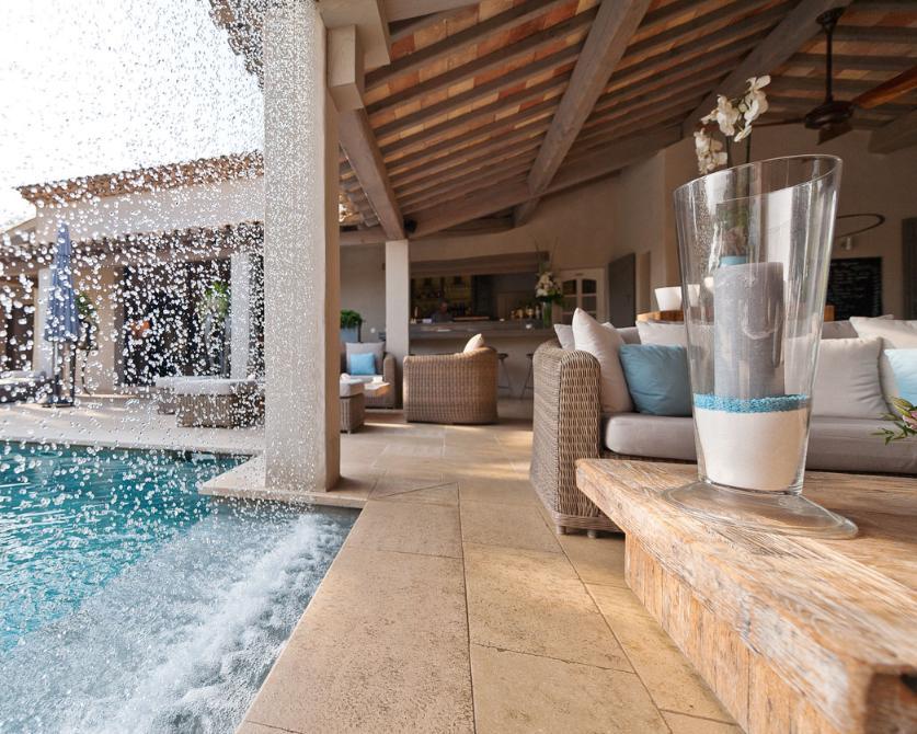 La piscine du pr de la mer saint tropez lieu privil gi o se reposer se d tendre jouir du - Piscine des murs a peche ...